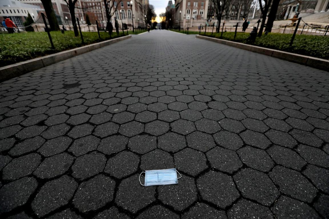 <p>Базираният в Балтимор университет, който обработва данни за заразените и жертвите на пандемията в страната, заяви, че има най-малко 337,637 потвърдени инфекции в САЩ и 9,647 смъртни случаи</p>
