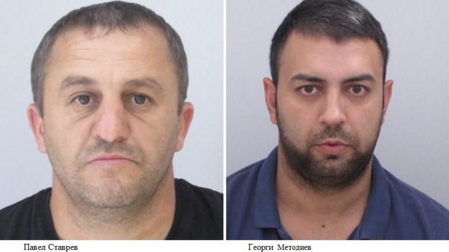 Полицията издирва тези мъже