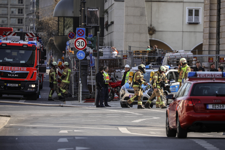 Голям пожар избухна на голям строителен обект в централен Берлин. На място пристигнаха 80 пожарникари.