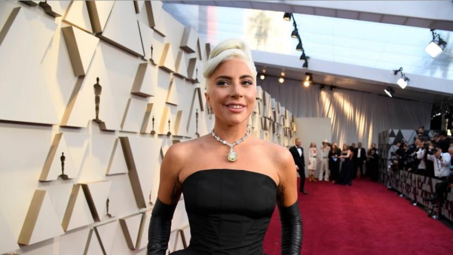 Лейди Гага в зашеметяваща фотосесия пред сп...