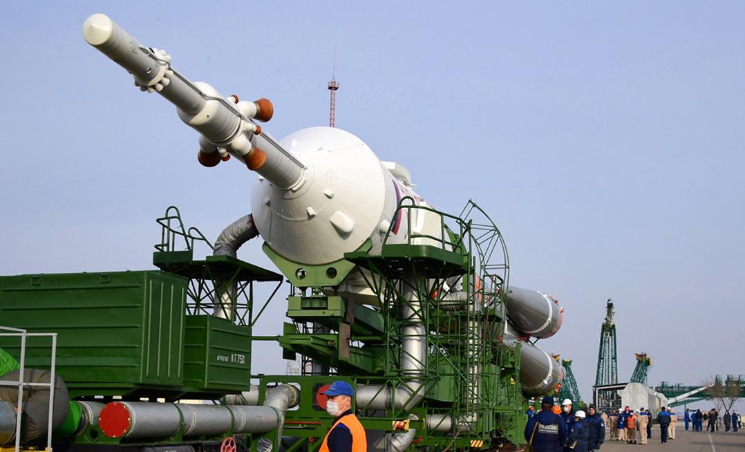 <p>Те ще се присъединят към командира на станцията &ndash; руснакът Олег Скрипочка и колегите му от НАСА Андрю Морган и Джесика Меир, които трябва да се завърнат на Земята на 17 април</p>