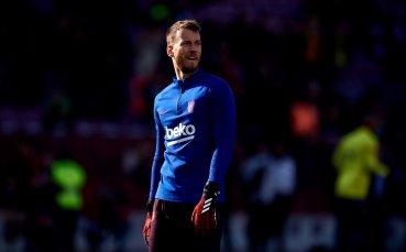 Барселона гони Нето, той иска да остава