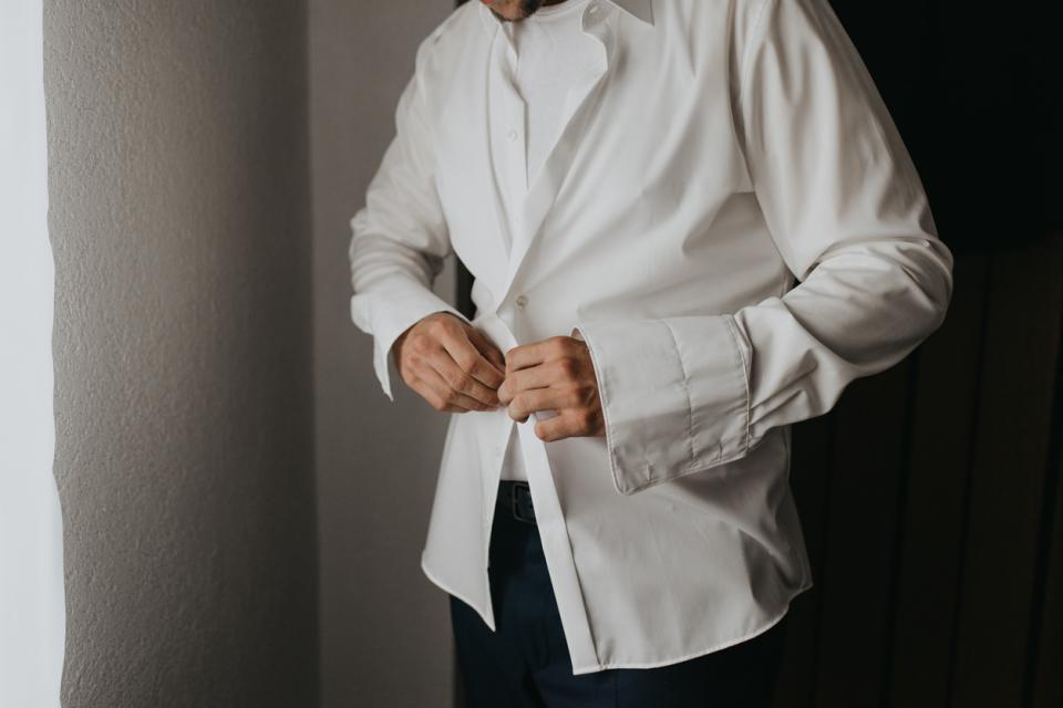 мъж риза часовник