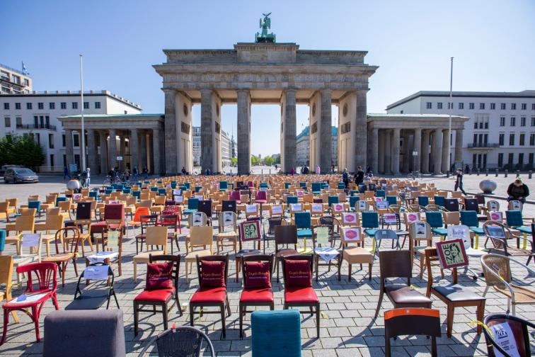 Ресторантьори ресторант ковид забрана блокада пандемия помощ Германия протест празни