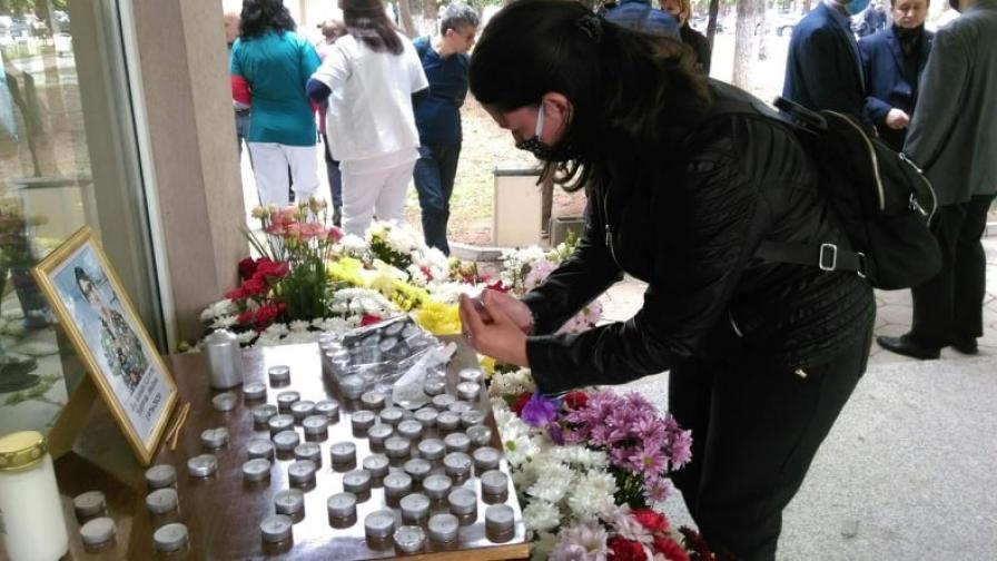 Съпругът на починалата лекарка в Сливен също е заразен с COVID-19