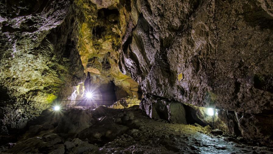 """Пещерата """"Бачо Киро"""""""