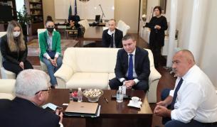 След среща с Борисов: Абитуриентите ще имат изпращане в училищата - Теми в развитие | Vesti.bg