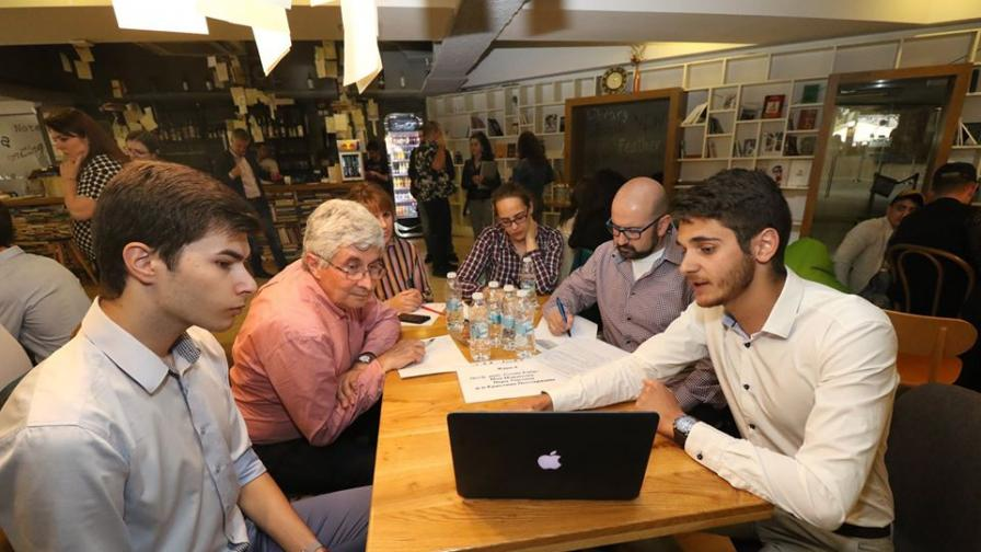 Студенти хакват проблемите на България