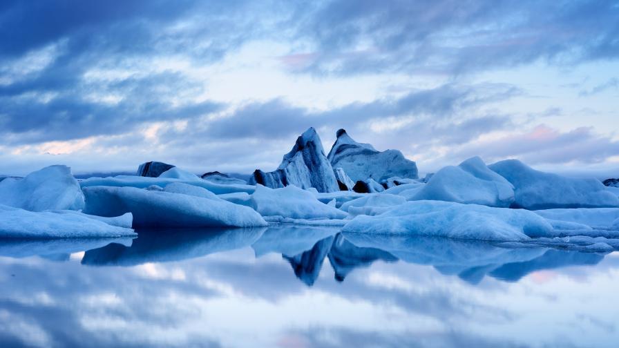 Тревожно: Арктика може да остане без лед  до 2035 г.