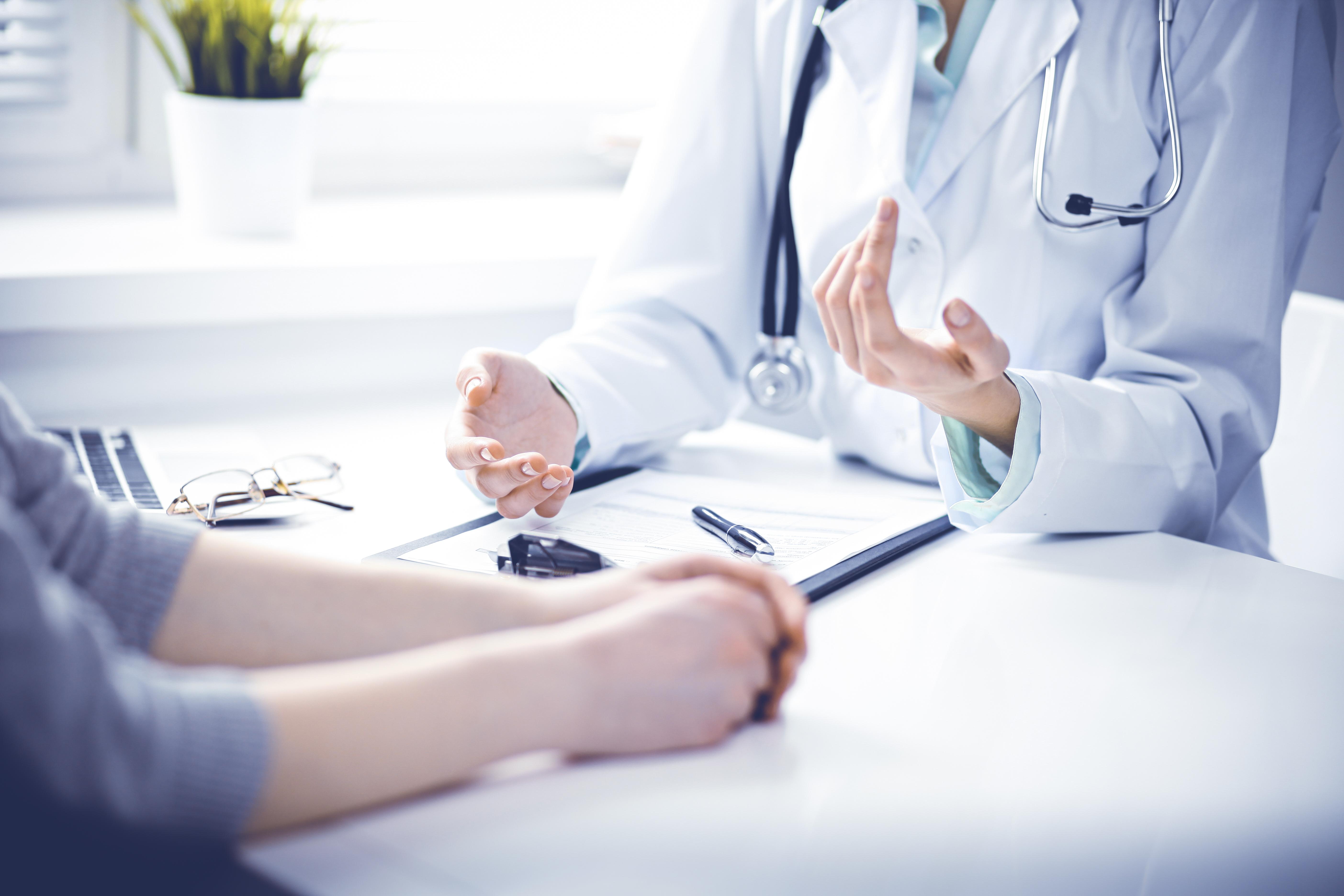 <p>9. Страдате от заболяване Честият глад може да бъде и симптом на болест. Първо, честият глад е класически признак на диабет. Това се случва в резултат на изключително високи нива на кръвната захар и обикновено се съпровожда от други симптоми, включително прекомерна жажда, загуба на тегло и умора. Хипертиреоидизмът, състояние, характеризиращо се с прекомерна активност на щитовидната жлеза също е свързано с повишен глад. Това е така, защото причинява излишна продукция на тиреоидни хормони, за които се знае, че повишават апетита.</p>
