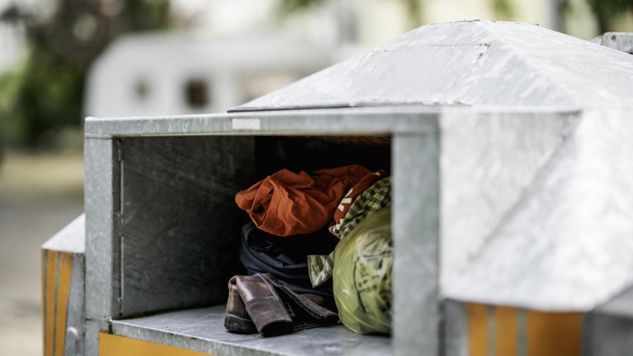 10-годишно дете почина, след като се заклещи в контейнер за дарени дрехи