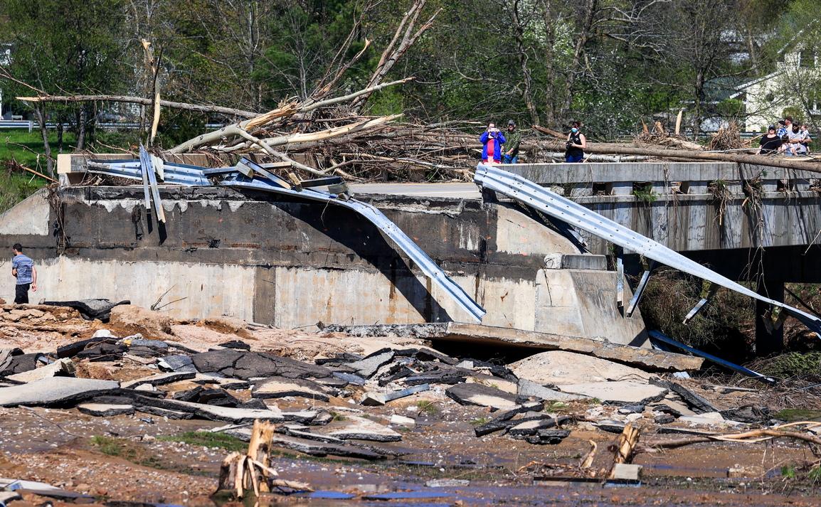 <p>&quot;В следващите 12 до 15 часа центърът на Мидланд ще бъде под 3 метра вода.&quot;, каза губернаторката на извънредна пресконференция.</p>