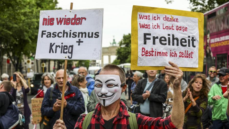 Близо 60 арестувани, ранени полицаи в Берлин