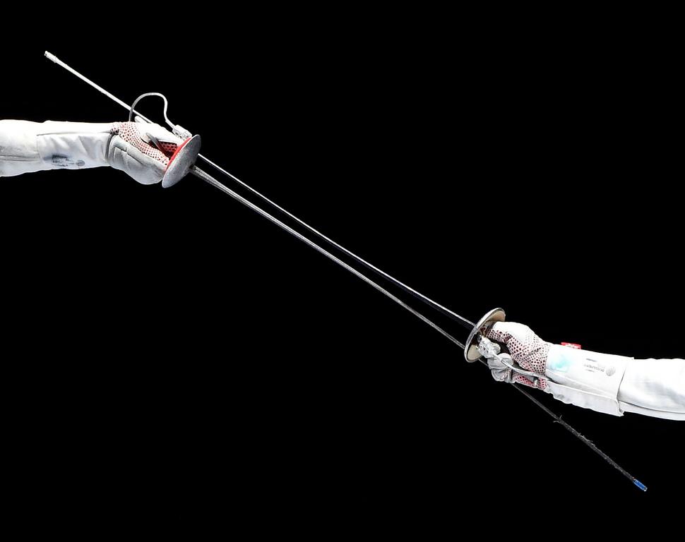 <p><br /> В митологията сребърният цвят е символ на сребърната нишка, която свързва душата и тялото.</p>