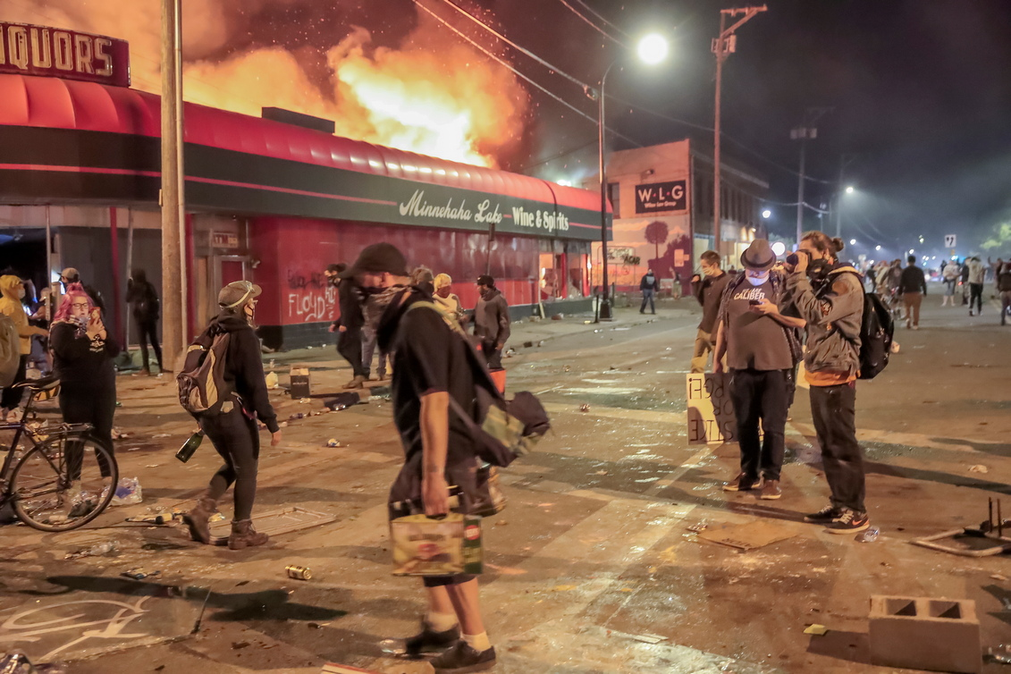 <p>&bdquo;Ню Йорк Таймс&ldquo; отбелязва, че протести има и в Ню Йорк, Денвър, Колорадо, Албъкърки (Ню Мексико) и Луисвил (Кентъки).</p>