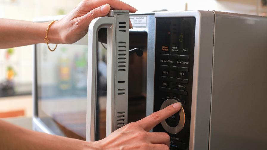 Тези неща никога НЕ слагайте в микровълновата печка