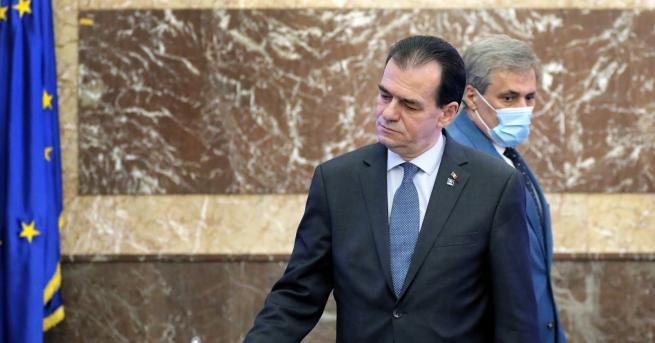 Свят Румънският премиер бе глобен над 600 евро, пушел и