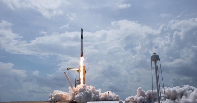 Любопитно Двама българи са част от екипа на SpaceX, извел