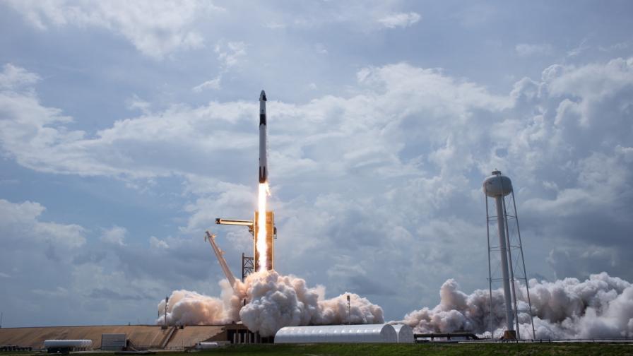 Българи са част от екипа на SpaceX, извел астронавти в Космоса