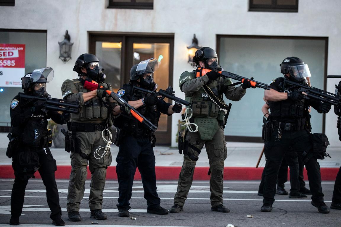 <p>&quot;Приблизително 5 000 бойци и пилоти на Националната гвардия са разположени за успокояването на гражданските размирици в 15 щата и окръг Колумбия, други 2 000 ще бъдат разгърнати, ако е необходимо&quot;, се посочва в съобщение.</p>
