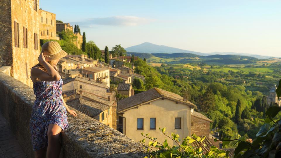 Италия Тоскана жена слънце лято почивка пътуване пътешествие