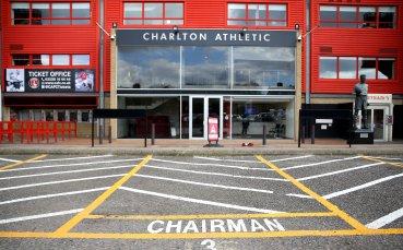 Трима футболисти на Чарлтън отказаха да играят при подновяването на първенството в Чемпиъншип