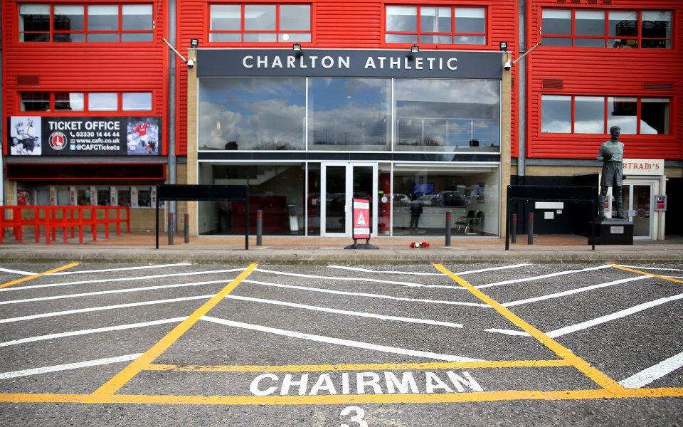 Трима футболисти на Чарлтън Атлетик- клуб от второто ниво на