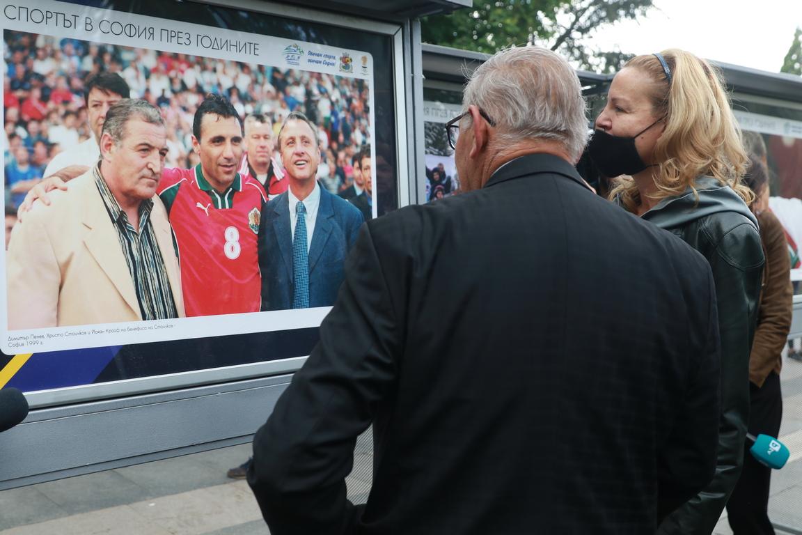 <p>С изложените фотоси той представя спорта в София през годините. Негови снимки са ползвани от световните агенции Reuters, AFP, AP, Getty Images и EPA, както и от много от водещите спортни издания в Европа.</p>