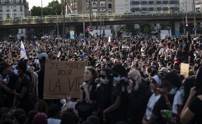 Хиляди протестираха в Париж с викове