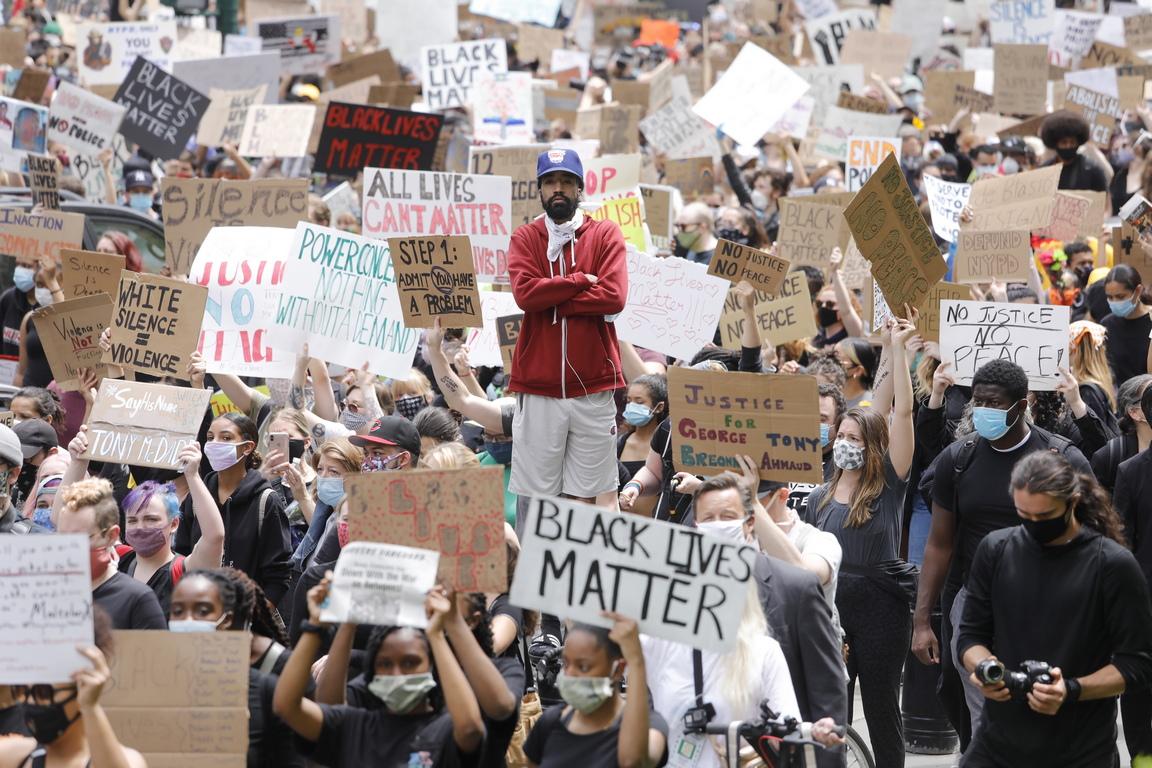 <p>Жертвите са жители на градовете Чикаго, Детройт, Омаха, Девънпорт, Окланд и Луисвил. Повечето от тях са афро-американци.</p>