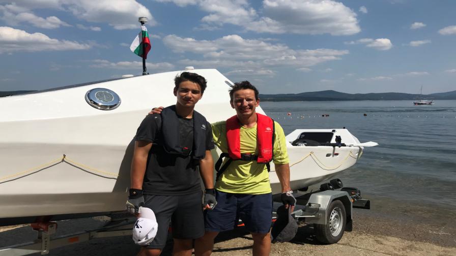 Двама българи ще преплуват океана с кауза