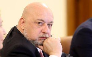 Министър Кралев отговори на молбите от феновете на Левски и ЦСКА