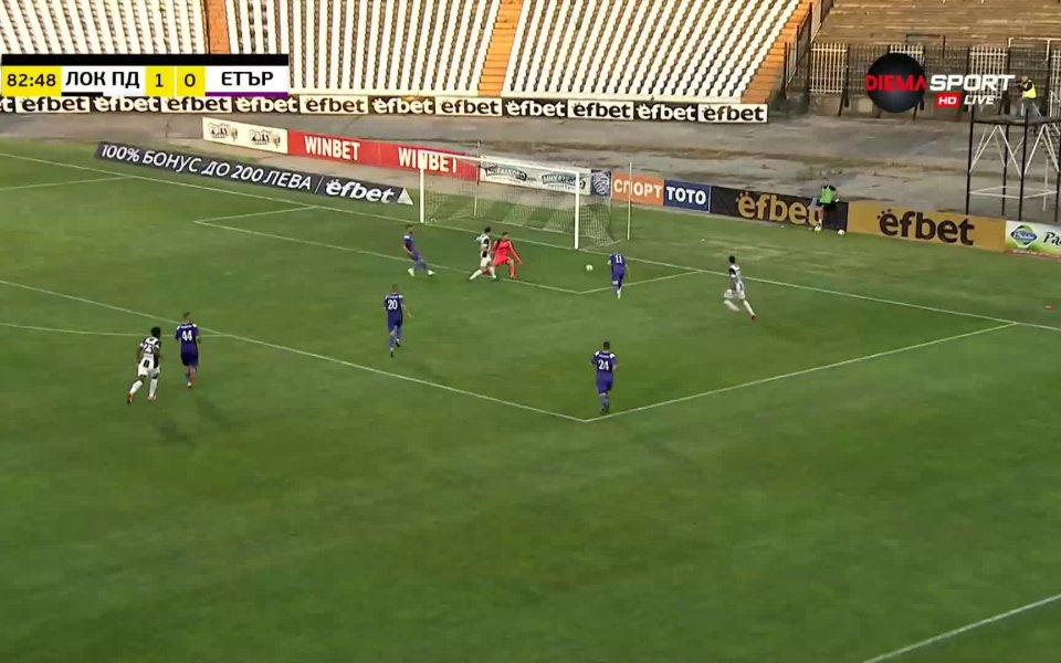 В 83-ата минута Анте Аралица опита подаване от десния фланг