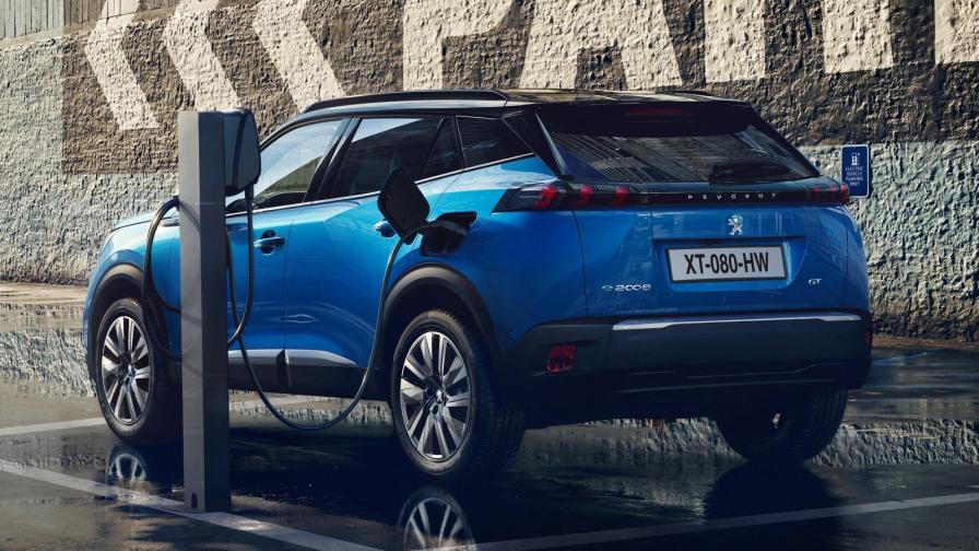 Deloitte: 1/3 от продажбите към 2030 г. ще са на електромобили