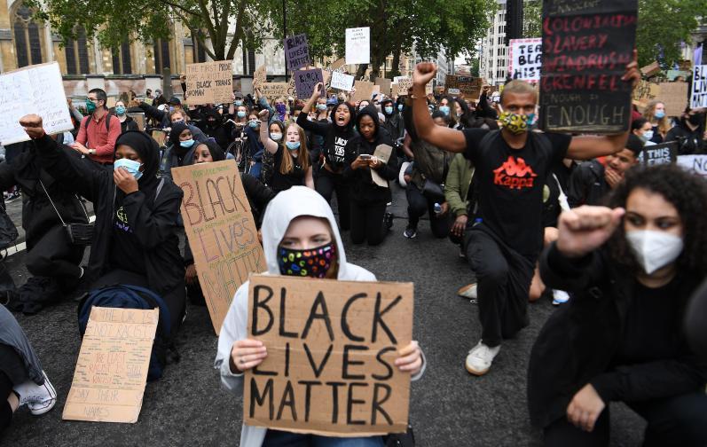 Лондон протести