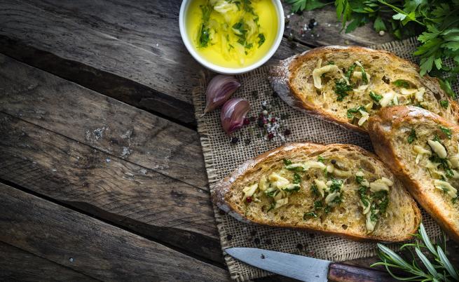 Как да си приготвим вкусни хлебчета на пара с пресни билки