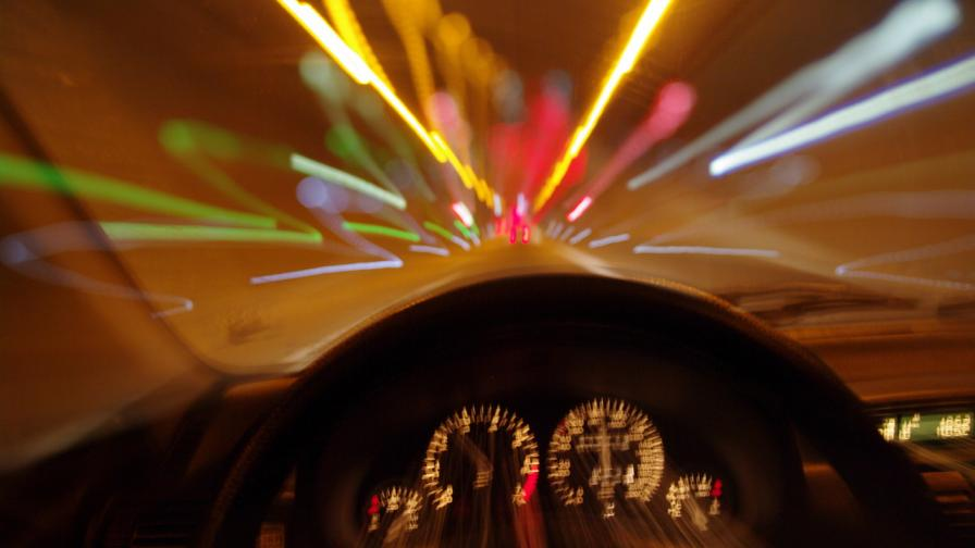 Куриоз: Шофьорка с 4,7 промила алкохол в кръвта се заби в бетонен стълб