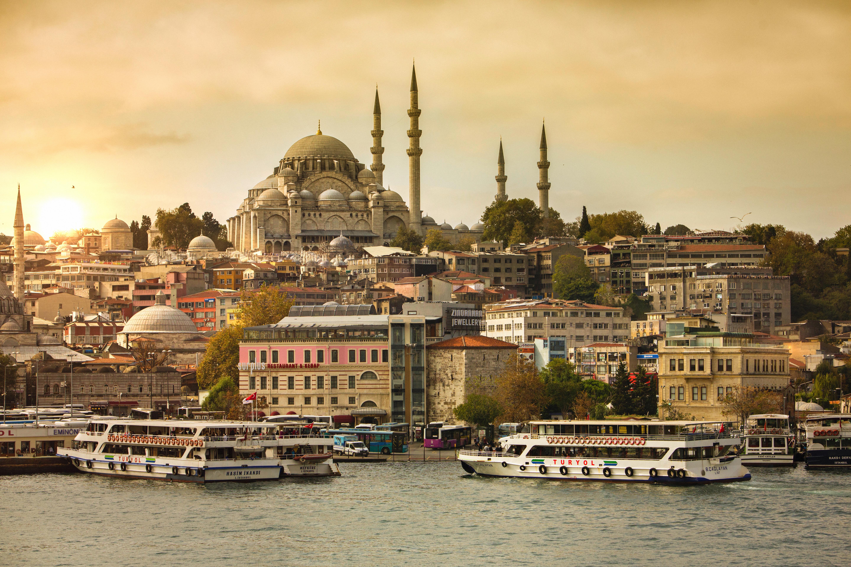 <p><strong>Турция</strong></p>  <p>Ресторанти, кафенета, паркове, спортни съоръжения, плажове и музеи са разрешени да отворят отново от 1 юни. Капалъ чаршия също се подготвя да отвори врати на 1 юни.&nbsp;</p>