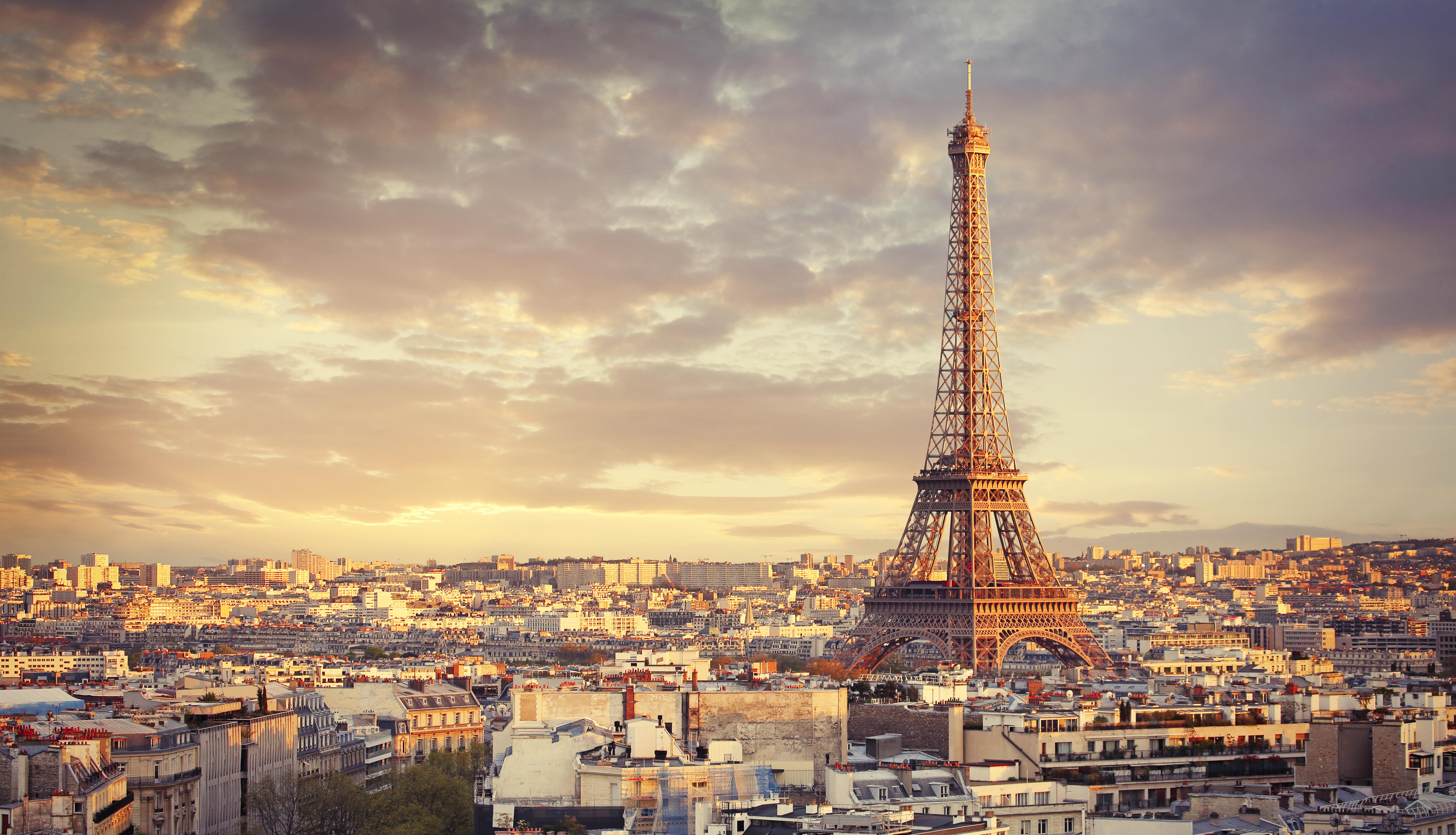 <p><br /> <strong>Франция</strong></p>  <p>Пътниците, които влизат в страната, с изключение на гражданите на ЕС или пристигащите от Великобритания, ще бъдат подложени на задължителна карантина от 14 дни. Тази заповед ще продължи до най-малко 24 юли. На 29 май беше съобщено, че Лувърът ще отвори отново врати на 6 юли.</p>