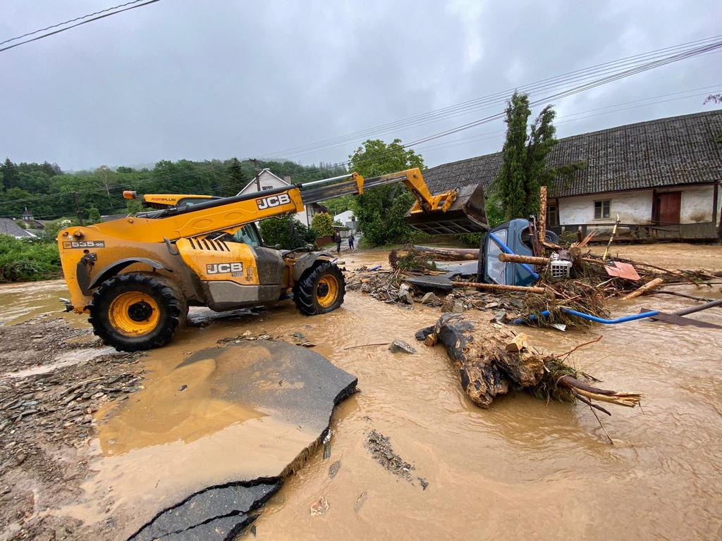 <p>Както каза кметът на Уничов, Радек Винцур, пред репортери, до днес следобед ситуацията вероятно ще достигне кулминацията си, тъй като значителна част от града е под вода поради преливане на река Оскава.</p>