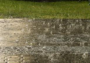 Поройни валежи обхванаха страната