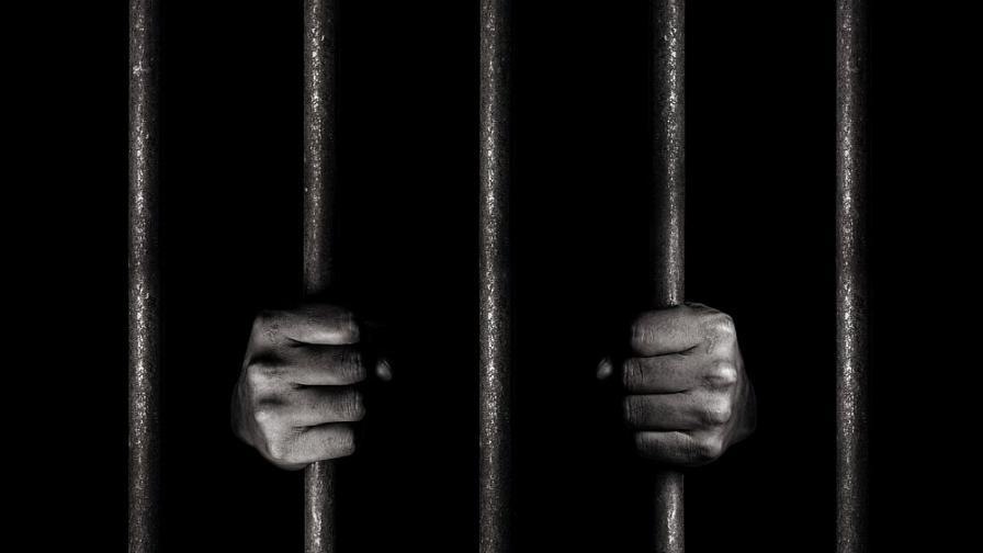 Доживотен затвор за бащата, хвърлил сина си от мост в Габрово