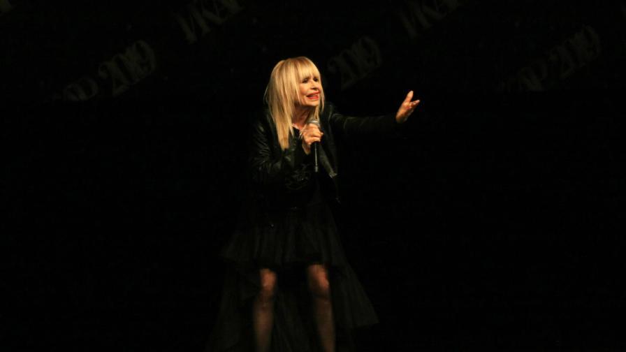 Лили Иванова отлага всички концерти от турнето си
