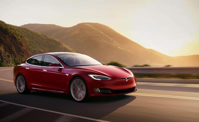 Tesla Model S е първият електромобил с пробег над 400 мили (647 км)