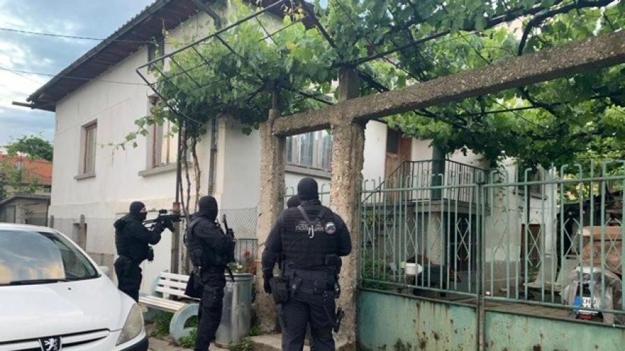 <p>Българска група, уличена за кражби в Италия, 9 арестувани</p>