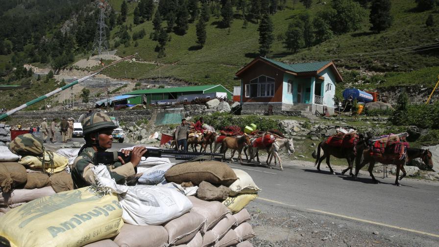 <p>Сблъсъкът Индия - Китай&nbsp;е начало на по-голяма криза</p>