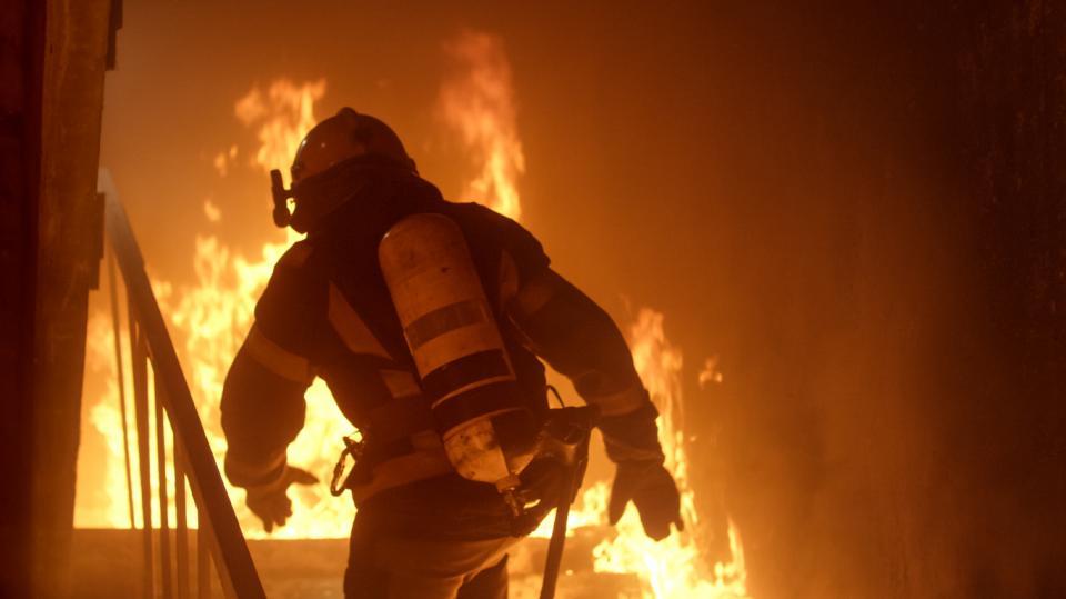 пожар пожарникар пожарогасител