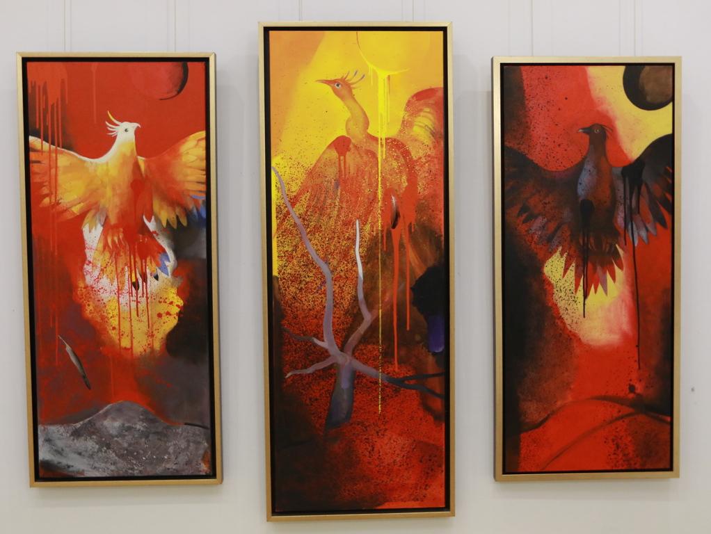 <p>Възкръсващият феникс I, II и III &ndash; триптих</p>