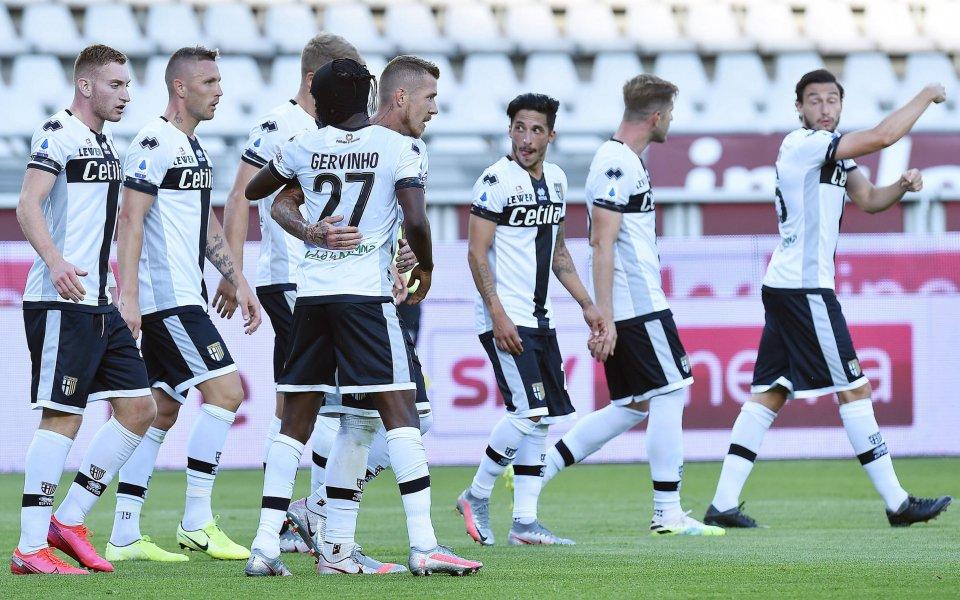 Парма купува 3-ма от Наполи, след като оцеля в Серия А