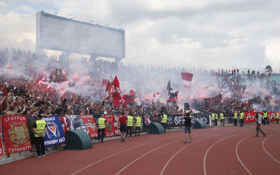 Част от организираните привърженици на ЦСКА използваха социалните мрежи, за